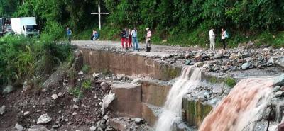 Autoridades reportan tres emergencias viales en Santander por fuertes lluvias