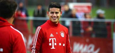 El pasado domingo, el futbolista colombiano acudió a uno de los encuentros del FC Bayern Basketball.