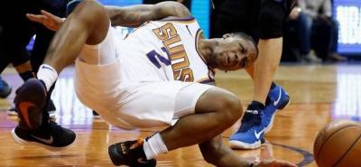 La pesadilla del deportista: un jugador se rompió el tobillo izquierdo en pleno partido.