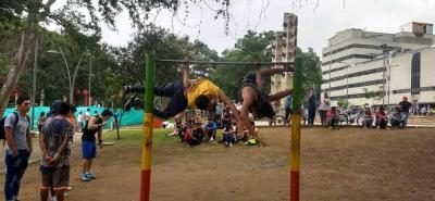 Cada domingo, en el parque de los Niños, jóvenes se reúnen para practicar este deporte.