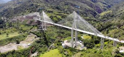 Ya se unieron en Santander los dos extremos del puente atirantado más alto de Suramérica
