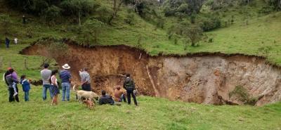 El gigantesco cráter que generó temor en Santander