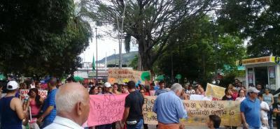 Sin respuesta del Alcalde finalizó protesta en Floridablanca para evitar tala de 145 árboles.