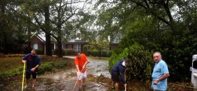 Al menos cinco personas murieron a causa del huracán.