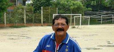 Estévez, junto a sus hijos, fue el fundador de la Escuela de Fútbol Bumangués.