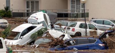 Al menos nueve personas murieron en las últimas horas y seis siguen desaparecidas en la isla mediterránea española de Mallorca debido a las inundaciones y el desbordamiento de torrentes causados por fuertes lluvias, informaron hoy las fuerzas de seguridad.