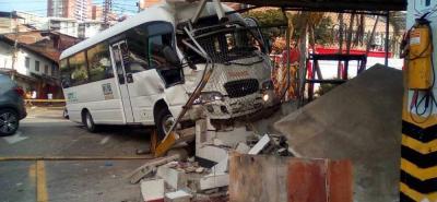 Video registró impresionante accidente de un bus escolar que dejó ocho heridos