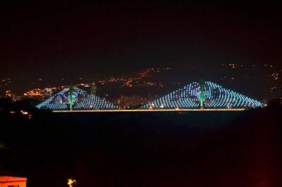 Viaducto de la Novena se iluminó en honor a las víctimas del Chapecoense en Bucaramanga