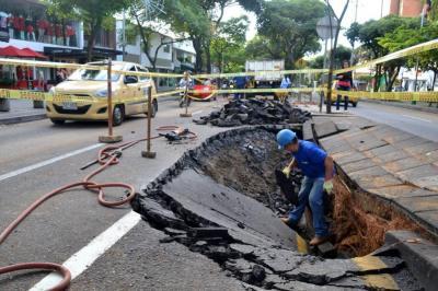 Imágenes del tubo que dañó una vía y dejó a 70 mil bumangueses sin agua