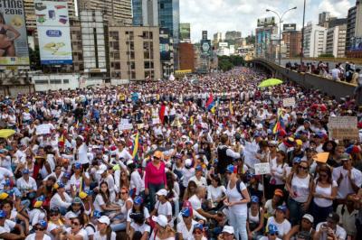 Así transcurrió la 'marcha blanca' de las mujeres en Venezuela