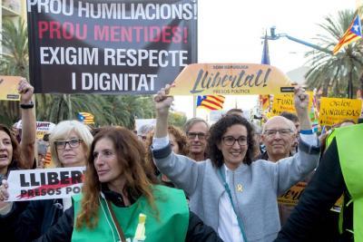 Miles de personas marcharon para pedir libertad de independentistas catalanes presos