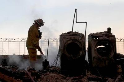 Incendios en California alcanzan los barrios residenciales de Los Ángeles
