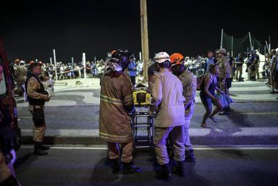 Accidente en playa de Copacabana deja un bebé muerto y más de una docena de heridos