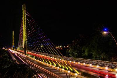El brillo del puente La Novena de Bucaramanga