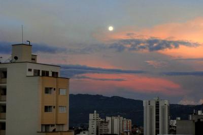 Imágenes de los espectaculares amaneceres de Bucaramanga con luna llena