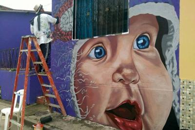 El asombroso arte de un indígena desplazado que plasma sus obras en Santander