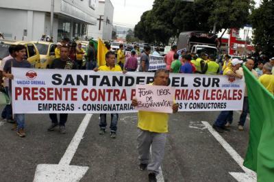 Imágenes del paro de taxistas en Bucaramanga