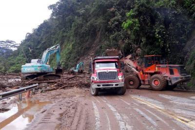 Remoción de escombros vía Bogotá - Villavicencio