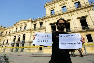 Las imágenes que dejó el grave incendio en el Museo Nacional de Río en Brasil