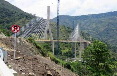 """La firma constructora del puente, Sacry, dijo que """"la seguridad y estabilidad están absolutamente garantizados""""."""