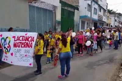 Mujeres marchan en Bucaramanga a favor de la lactancia materna