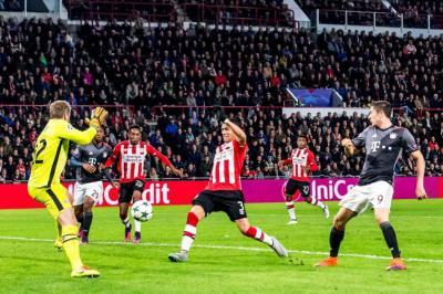 Santiago Arias marcó en la derrota 2-1 del PSV ante el Bayern Múnich