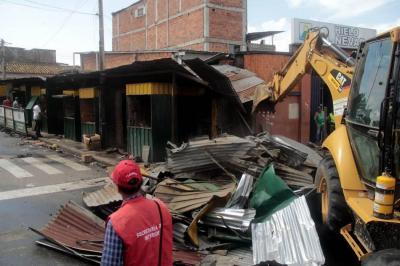 Autoridades destruyeron el 'tierrero' de autopartes en Bucaramanga