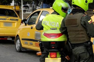 Video registra a ladrones que usan taxi para robar en Bucaramanga