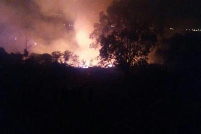 Controlado incendio forestal que amenazaba con llegar a viviendas del barrio Porvenir