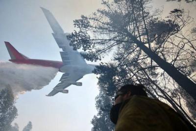 El Supertanker, el 'monstruo' que ayudó a apagar incendio en Chile