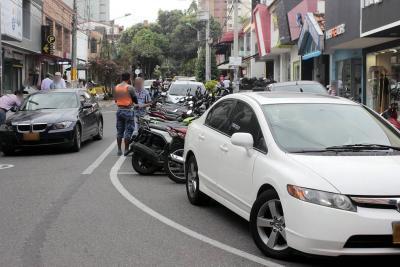 Mafias cobran por parquear en 'zonas azules' gratuitas de Bucaramanga