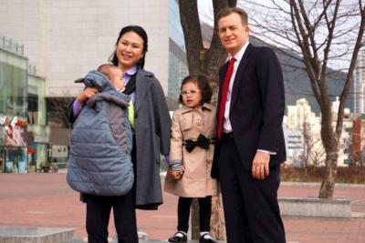 Habló el profesor que fue interrumpido por sus hijos en plena entrevista con la BBC