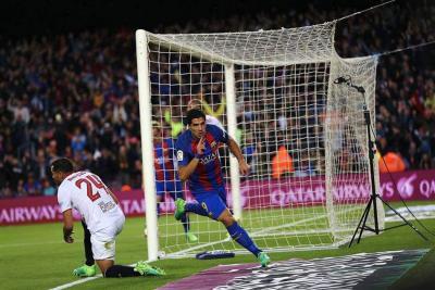 Con un 'golazo' de Suárez y un doblete de Messi, Barcelona venció 3-0 al Sevilla