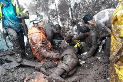 Aumentan a 17 las personas muertas por los deslizamientos en Manizales