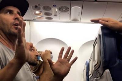 Familia denunció que fue expulsada de vuelo de Delta tras negar asiento a su hijo