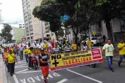 Detenidos dos taxistas por protesta en Bucaramanga