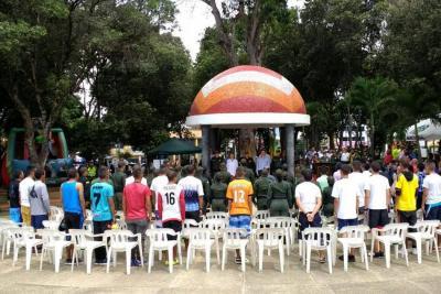 Cambian 48 armas por mercados en Bucaramanga