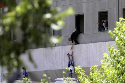 Video registró los ataques terroristas de Teherán que dejan 12 muertos y 39 heridos