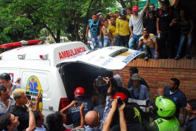 Video: Así fue el rescate de un operario tras el desplome de un ascensor en Bucaramanga