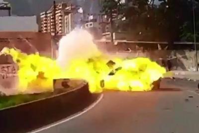 Video registró explosión que dejó siete militares heridos en protesta en Caracas
