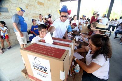 Chavismo acusa a oposición de inventarse 5 millones de votos en su consulta