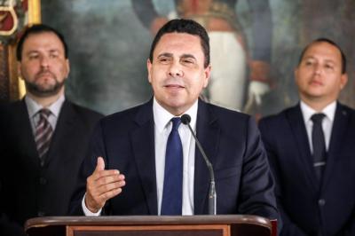 """Venezuela denuncia """"insolente amenaza"""" de EEUU y se reafirma en Constituyente"""