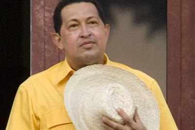 Parten pastel y cantan cumpleaños a Chávez, muerto hace más de cuatro años