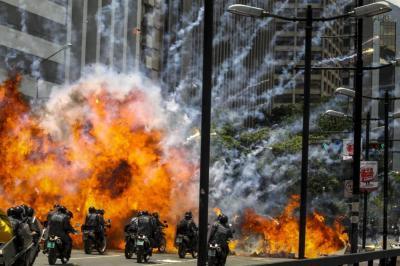 Explosión en Caracas dejó un policía herido y tres motocicletas destruidas