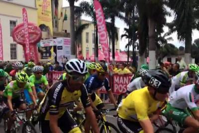 Entre aplausos y pedalazos, la Vuelta a Colombia partió de Bucaramanga.