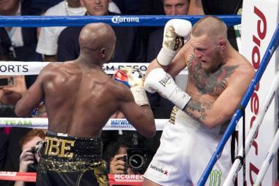 Reviva el enfrentamiento que Mayweather ganó a McGregor por nocáut técnico