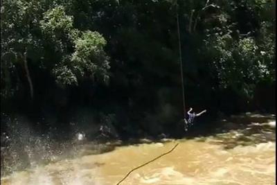 Video registró cuando se revienta una cuerda en un salto de bungee en San Gil