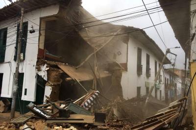 Video registra el momento en el que se desploma una casa en Santander