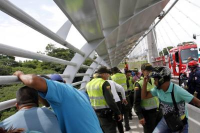 Video registró heroico rescate de un hombre que intentó saltar del viaducto La Novena