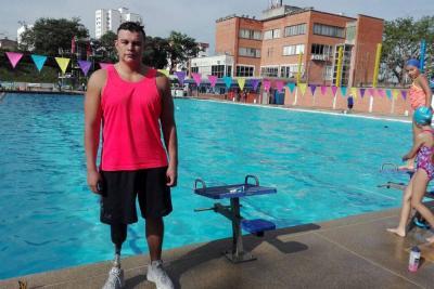 Perdió una pierna por una mina, se levantó y es nadador paralímpico en Santander